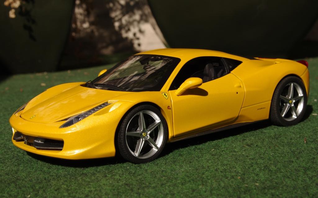 ferrari modelisme ferrari 1 18 photos d taill es de la ferrari 458 italia jaune chez elite 1 18. Black Bedroom Furniture Sets. Home Design Ideas