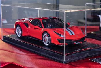 Nuremberg 2019 : MR Models : Photo de la Ferrari 488 Pista Rosso Corsa au 1/18
