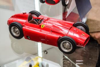 ToyFair Nuremberg 2018 : CMC : Photos de la superbe Ferrari D50 en rouge au 1/18