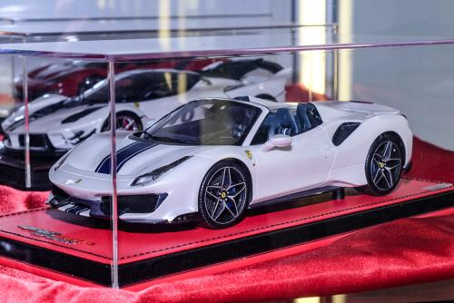 Nuremberg 2019 : MR Models : Photo de la Ferrari 488 Pista Aperta au 1/18